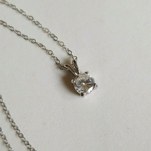 SOLITARY stone necklace